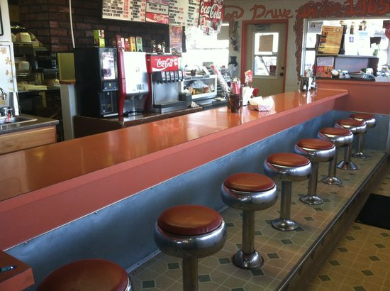 Frostop Drive In: Inside counter seating