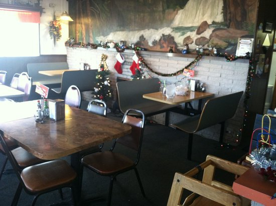 Frostop Drive In: Inside booth and table seating