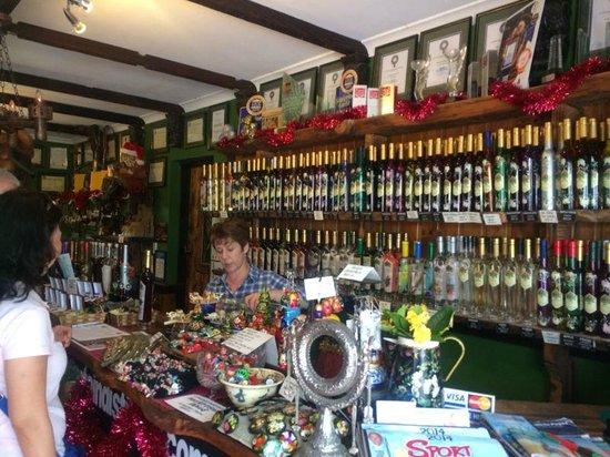 Mount Tamborine Wine Tasting Tours: Mount Tamborine Distillery