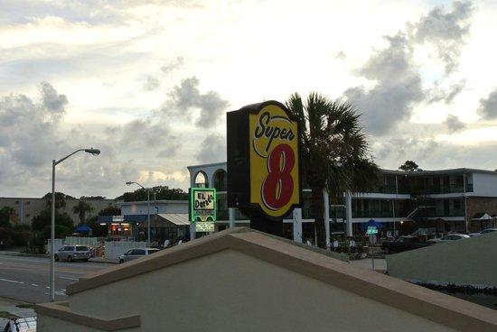 Super 8 Myrtle Beach/Ocean Front Area : Вид из номера