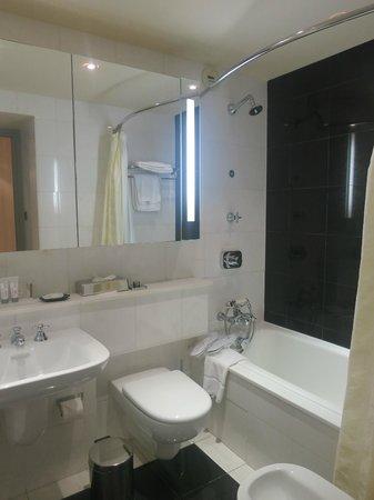 Le Meridien Beach Plaza : bathroom