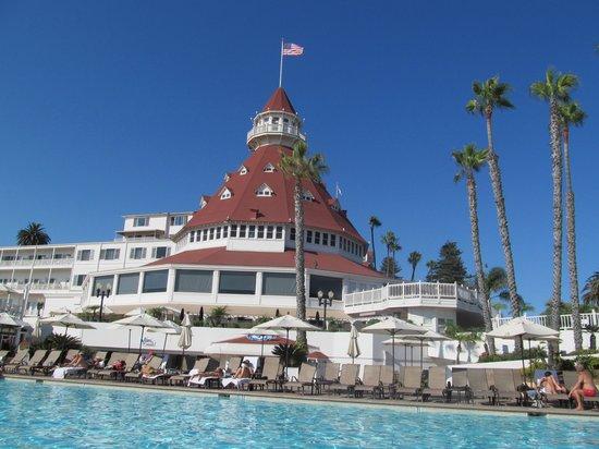 Hotel del Coronado: The grand pool.