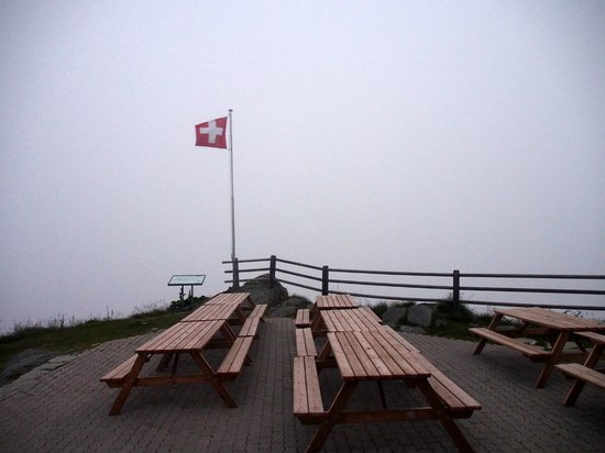 Cabane du Mont-Fort : View from the deck on a foggy evening