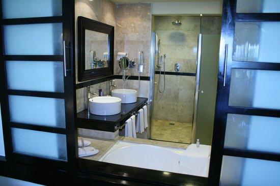 Grand Riviera Princess All Suites Resort & Spa: Room bathroom