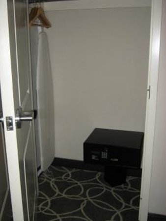 Hilton Garden Inn Los Angeles Marina Del Rey: Secure safe