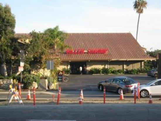 Hilton Garden Inn Los Angeles Marina Del Rey: Across from hotel