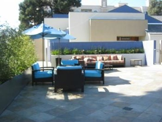 Hilton Garden Inn Los Angeles Marina Del Rey : Outside dining