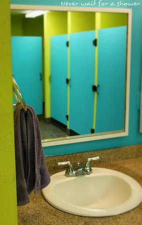 ITH Zoo Hostel San Diego: Male and Female Restrooms!