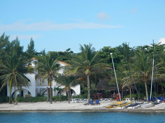 Caribbean Villas Hotel: View of hotel from their dock