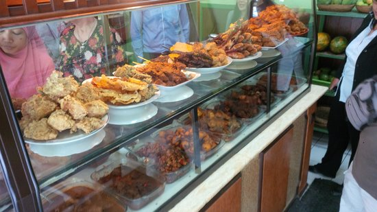 Warung Nikmat : Soo many Choices