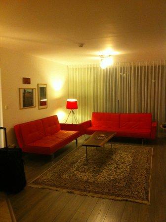 The Diaghilev, LIVE ART Suites Hotel: une partie de la chambre