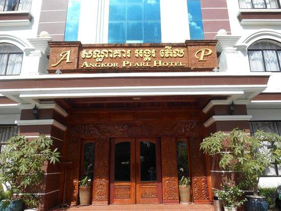 Angkor Pearl Hotel: Front entrance