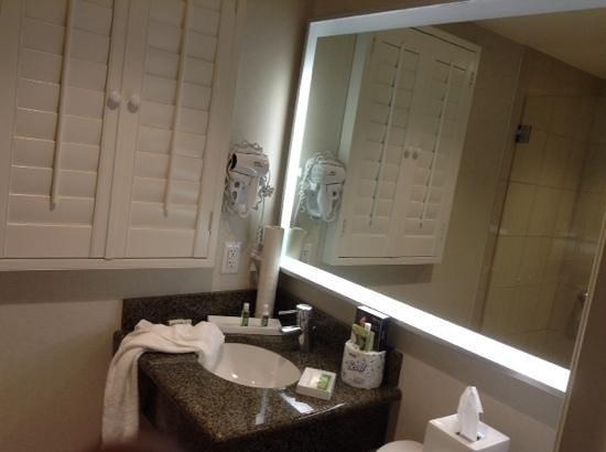 PB Surf Beachside Inn : bathroom
