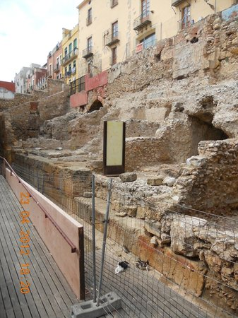 Passeig Arqueològic: прогулка