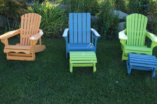 Highwood Views B&B: Outside chairs