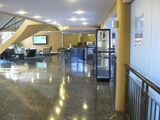 Ibis Styles Canberra Narrabundah: Part of the lobby