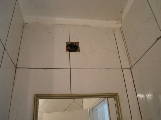 Hostel Sweet Hostel: luz en el baño
