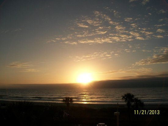 Dunes Village Resort : sunrise. look it up and be early, so you can watch from start to finish.