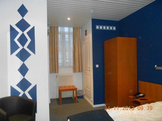 Hotelkamer picture of le terminus mons tripadvisor for Hotelkamer