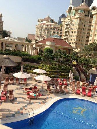 Roda Al Murooj: view from Pergolas terrace