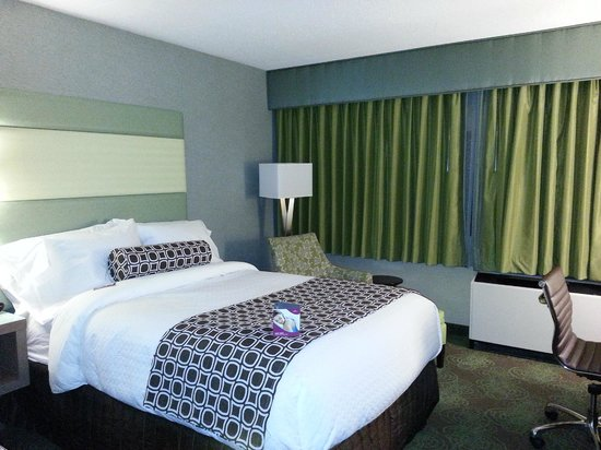 Crowne Plaza Lansing West: Guestroom