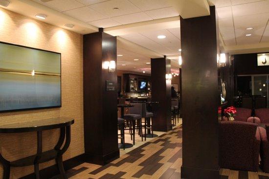 Hampton Inn & Suites Yonkers: Lobby