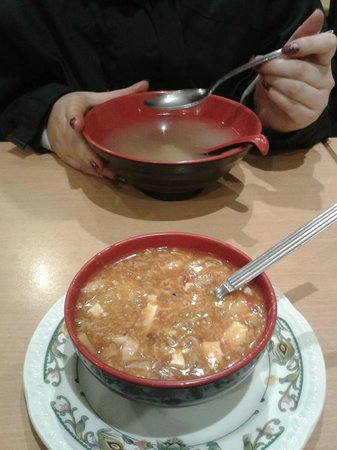 Red Horse Tea Bar: Hot and sour & soup of the day
