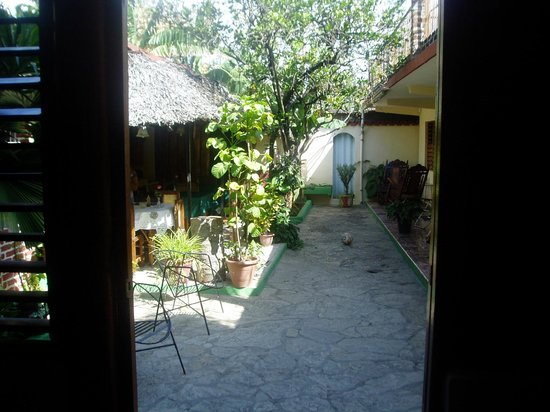 Hostal Daniel y Vivian: Rooms on the right