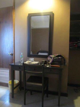 Hotel Sea Breeze: Dressing Table