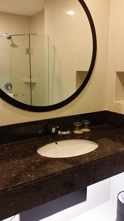 M Hotels: Bathroom - clean