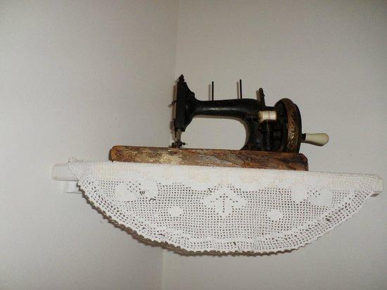 Solar Das Artes Pousada Boutique - Morro: Máquina de Costura antiga