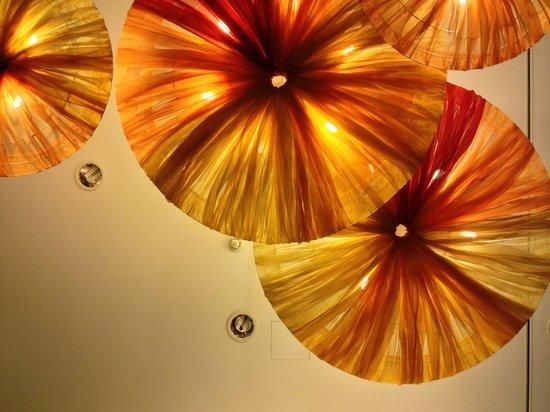 angelo by Vienna House Munich Leuchtenbergring: Deko in der Hotelhalle