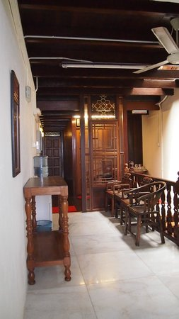 Yes Home Stay: Dining corner furnished with all antique furniture, unique!