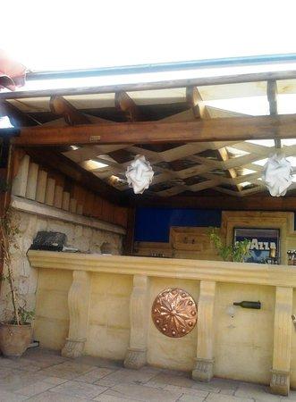 Mydonose Cafe & Bistro: Mydonos Cafe bar area