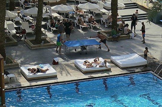 Isrotel Sport Club : Около бассейна.