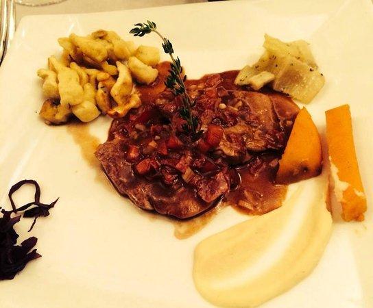 Le Clocher: Plat : Piccata de filet mignon de veau, lardons de chorizo ibérique...