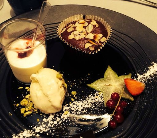 Le Clocher: Dessert 2 : Coeur coulant chocolat, glace vanille...