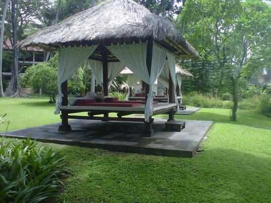 Sheraton Senggigi Beach Resort: Gazebos for spa at garden
