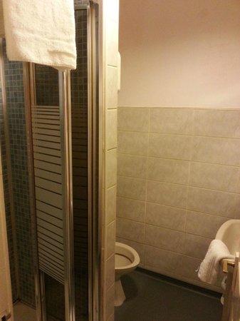 Inn on the Liffey: small en-suite