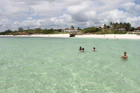 Garoda Resort: Garoda e spiaggia visti dalla barca