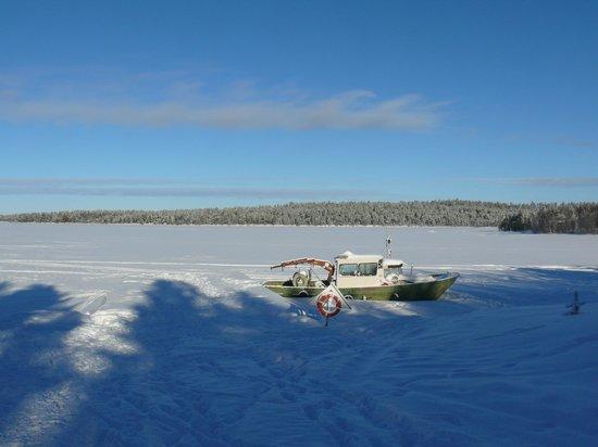 Nellim Wilderness Hotel: lac gelé