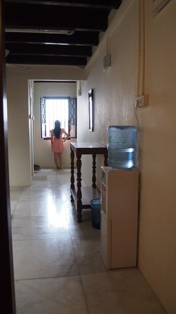 Yes Home Stay: Dining Area with free water dispenser