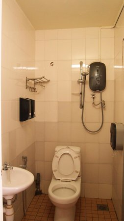 Yes Home Stay : Clean shared bathroom