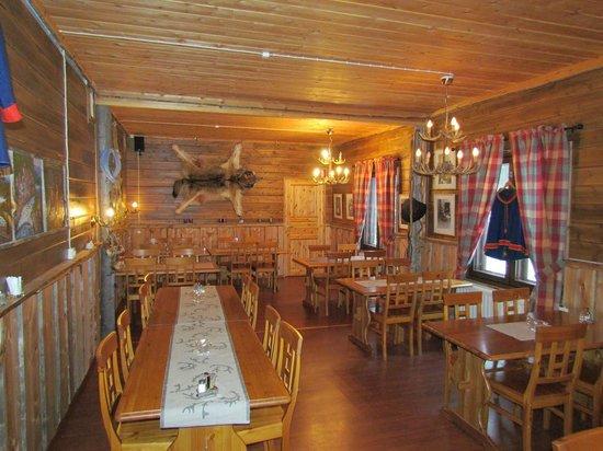 Nellim Wilderness Hotel: restaurant (qui a été refait depuis)