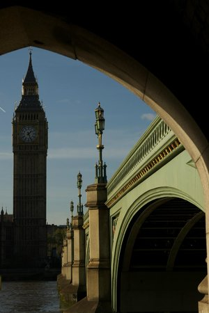 Hairy Goat Photography Tours: South Bank view of Big Ben