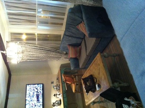 White Lion : large tv & sofa area