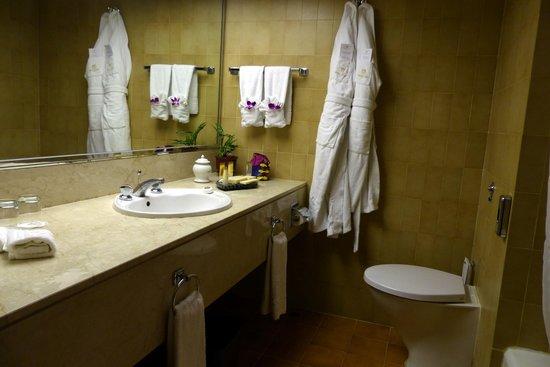 Grand Lapa Macau: Bathroom at Grand Lapa