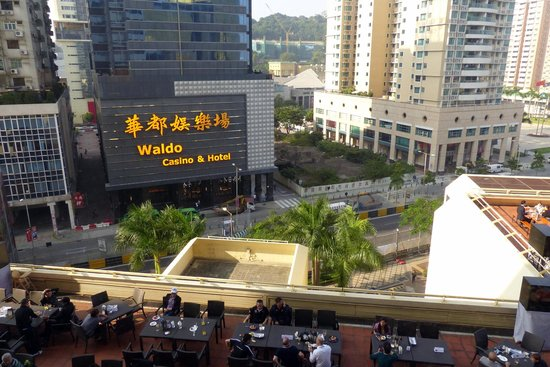 Grand Lapa Macau : View of terrace and track from room