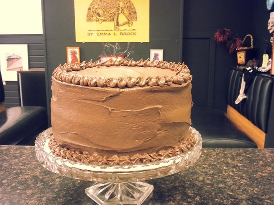 Little Fat Gretchen: dark chocolate peanut butter cake