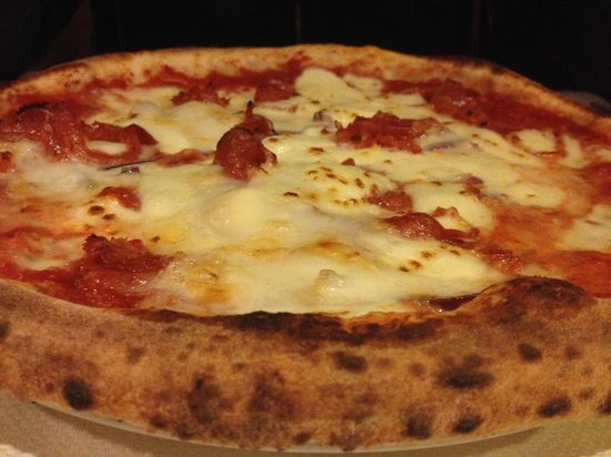 Osteria Drago Verde: Pizza with gorgonzola and  salame piccante